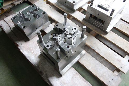 塑膠射出 模具 - 模具系統 熱澆道