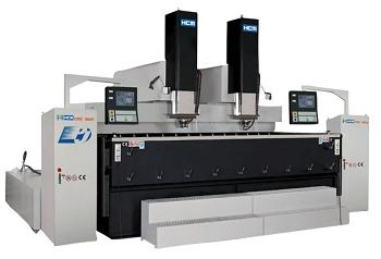 CNC RAM Type 放電加工機