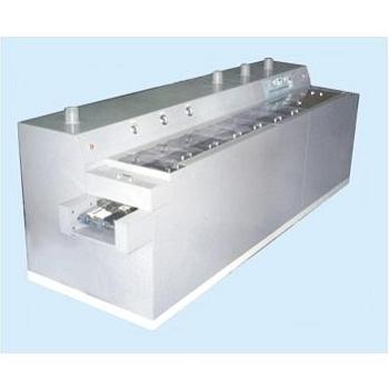 自動輸送式噴洗機